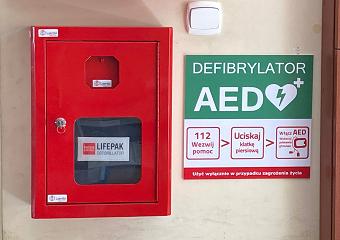 Automatyczny Defibrylator Zewnętrzny (AED) dostępny na naszym Wydziale!